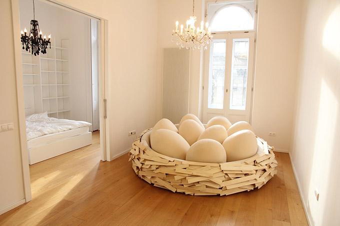 Giant-Birdsnest-Humans-Filled-With-Giant-Egg-2